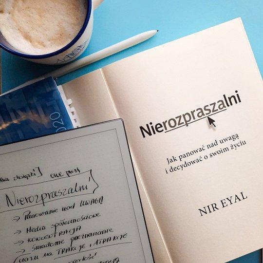 Nierozpraszalni Nir Eyal, główne myśli z książki. Co czytać. Lista książkowych inspiracji